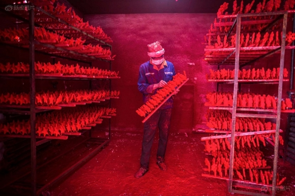 Santa's Chinese Workshop